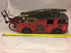 Fém tűzoltóautó