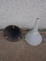 Borászati eszközök, 1 tölcsér, egy szűrő, nagyok, 30 cm környékén