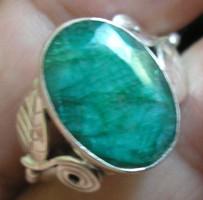925 ezüst gyűrű  19/59,7 mm átm. indiai smaragd