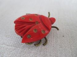 Vintage katicabogár-brosstű