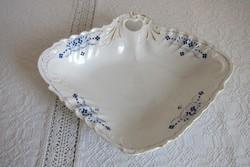 Különleges porcelán kínáló