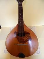 Régi intarziával díszitett mandolin.