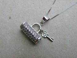 KK260 - 9 karátos fehér arany nyaklánc és medál