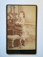Régi fotó kislány portré