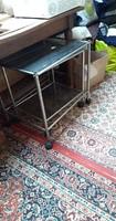 Gurulós barna üveges asztalkák