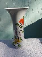 Hollóházi virágmintás 36 cm magas váza.