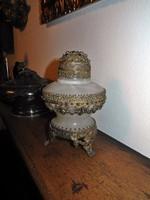 Kövekkel díszített váza