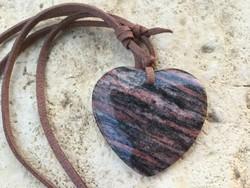Vörös barna Achát ásvány szív alakú medál