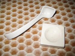 Zsolnay  ,antik gyógyszertári eszközök  ,tégely 42 mm , kanál 110 mm