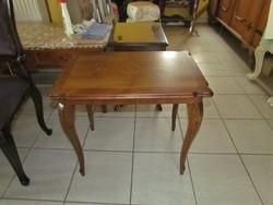 Kis barokk intarziás asztalka