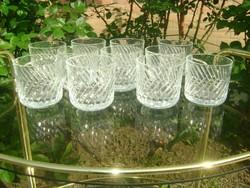 Tizenegy darab vizes pohár