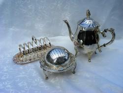 Tea és pirítós kaviárral vagy pástétommal, vintage, ezüstözött reggeliző készlet