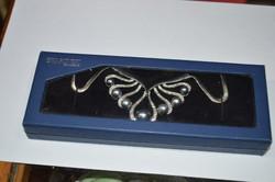 Swarovski nyaklánc dobozában