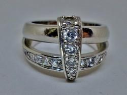 Gyönyörű fehér köves ezüst gyűrű