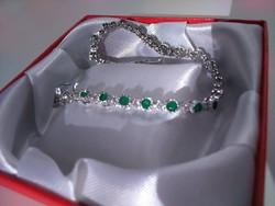 Elegáns 925 ezüst karkötő smaragd kővel