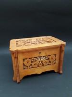 Fűrészelt díszítésű fa ékszeres doboz - régi kincsesdoboz