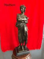 Görögöt ábrázoló bronz szobor
