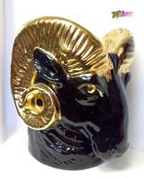 Aranyszarvú fekete kosfej kaspó, egyedi, értékes ritkaság, és különleges ajándék lehet