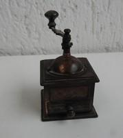 Daráló alakú faragó miniatúra