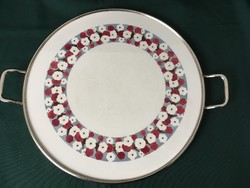 Virágmintás fajansz edényalátét tálca fém fogantyúkkal 32,5 cm
