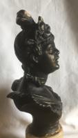 Szecessziós női büszt-spiáter márvány talapzaton