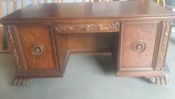 Oroszlánlábas íróasztal
