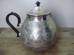Szépen cizellált fém kávéskanna vagy teáskanna