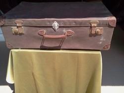 Papír bőrönd