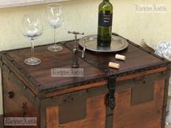 Antik bútor, utazó láda 03. dohányzó asztal