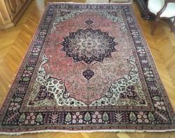 Gyönyörű kézicsomózású szőnyeg