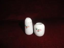 Hollóházi porcelán mini váza, virág mintával, 5 cm magas.