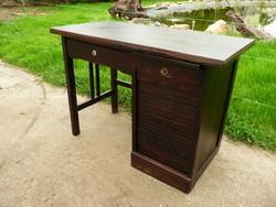 Antik Art Deco Lingel típusú rolós kis méretű íróasztal az 1930-as évekből,működő rolóval és zárral