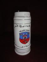 Hollóházi porcelán sörös korsó , 20,5  cm magas (Kapuvárt  ábrázoló kép)