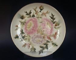 Zsolnay kistányér festett virágmintával.