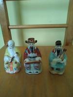 Porcelán három keleti bölcs figura.