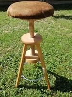 Fa csigaorsós forgó szék állítható magasságú.83cm