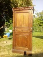 Antik szecessziós keskeny magas szekrény