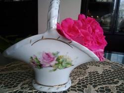 Viktória Ausztria aranyozott porcelán kosárka, rózsa mintával!