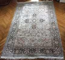 Gyönyörű kasmír selyem kézicsomózású szőnyeg