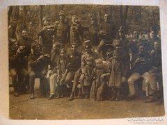 1 VH mulatozó katonák csoportkép fotó képeslap