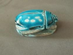 Szkarabeusz kőből