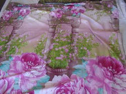Rózsás, romantikus ágynemű garnitura.