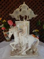 Lovas női szobor asztali lámpa