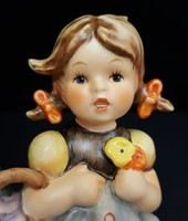Hummel látogató kislány, 13 cm
