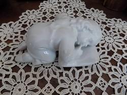 Zsolnay alvó gyermek