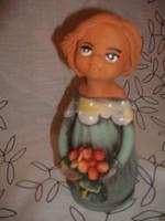 Bájos kerámia kislány virágcsokorral
