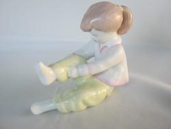 Aquincumi porcelán öltözködő kislány
