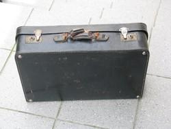 Fekete bőr kisbőrönd