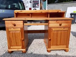 Eladó egy nagy méretű, jó minőségű  fenyő íróasztal rátéttel Bútor szép állapotú, erős és stabil, te