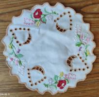 kézi hímzésű kalocsai asztalterítő